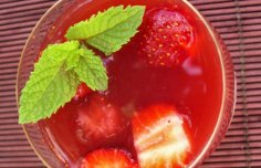 Portuguese Strawberry Sangria Recipe