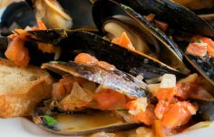Portuguese Mussels in Garlic Sauce Recipe