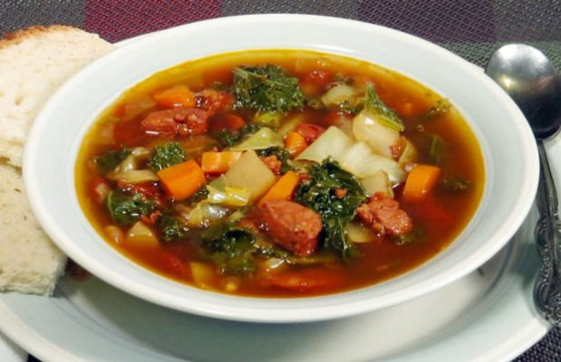 Learn how to make this delicious Portuguese chouriço and kale soup.