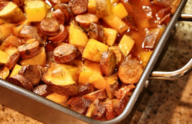 Learn how to make this tasty Portuguese roasted potatoes with chouriço side dish..