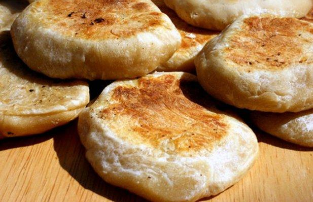 This recipe makes 15  to 20 delicious Portuguese style muffins (bolo levedo).