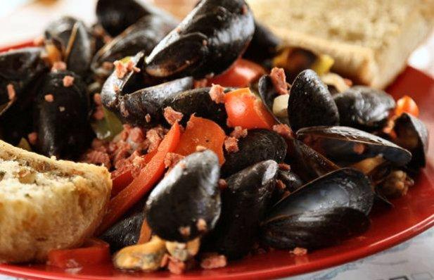 Portuguese Mussels Recipe - Portuguese Recipes