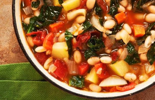 Learn how to make this delicious Portuguese kale & white bean soup.