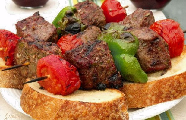 Big, juicy grill-seared Portuguese chunks of beef and vegetables served over thick slices of artisan bread.