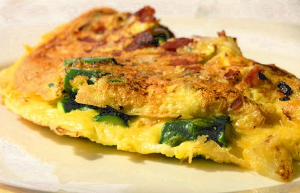This is a delicious Portuguese recipe for an asparagus and chouriço Omelette.