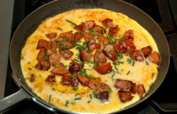 Learn how to make this chouriço or linguiça omelette for breakfast.