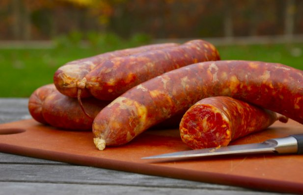 This is a traditional recipe for Portuguese sausage (chouriço), enjoy.