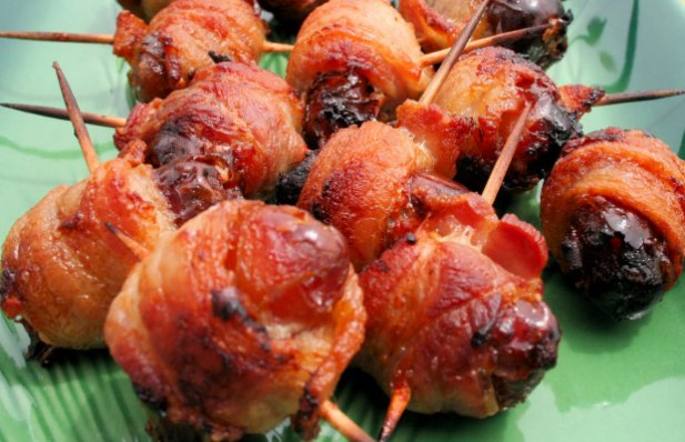 These bacon wrapped dates, also known as Portuguese roll-ups, taste incredible, they are very hard to resist and are a favorite at parties and get together's.