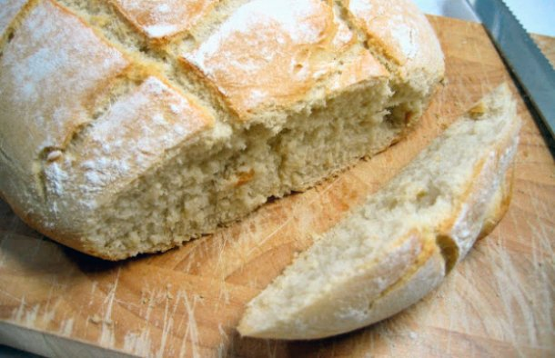 This delicious Portuguese Pyrex bread recipe takes less than a hour to make, enjoy  warm.