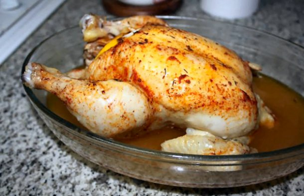 This Portuguese chicken with lemon and chouriço stuffing recipe is incredibly flavorful, a great idea for dinner.