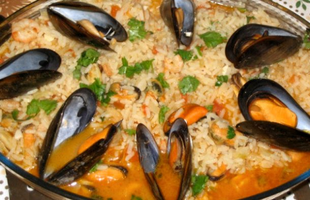 This Portuguese rice with mussels recipe (arroz de mexilhão) makes a very tasty dish, enjoy.