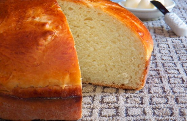 Try this delicious Azorean sweet bread recipe, it does take some time to make it but it is worth the effort.