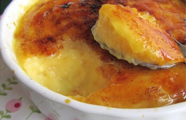 A very delicious Portuguese creamy milk dessert (creme de leite) in very little time, enjoy.