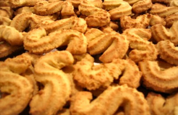 Portuguese  spikes of corn cookies  (espigas de milho) have a delicious tender crunch corn flavour to it and stay fresh for a long time.
