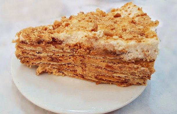 This  Portuguese Maria biscuits cake recipe (receita de bolo de bolacha Maria) is very easy and quick to make.