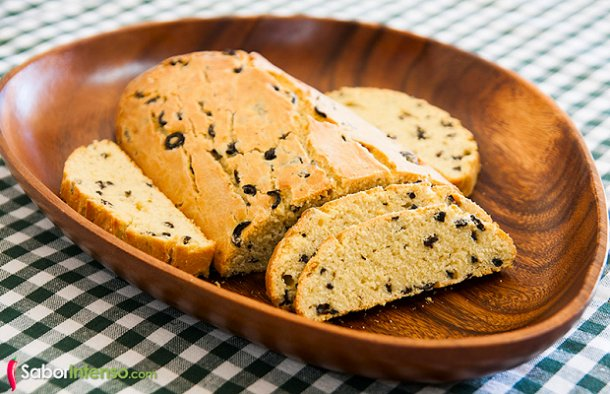 This deliciious Portuguese olive bread recipe (pão de azeitonas) is for all the olive lovers out there.