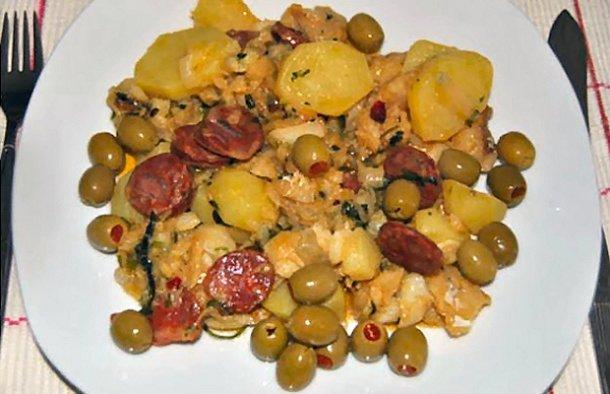 This Portuguese cod with chouriço sausage recipe (receita de bacalhau com chouriço) brings the best of both worlds together.