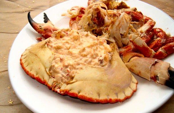 A delicious Portuguese crab sauce recipe (receita de molho de caranguejo) done in no time at all, serve in the shell and enjoy.