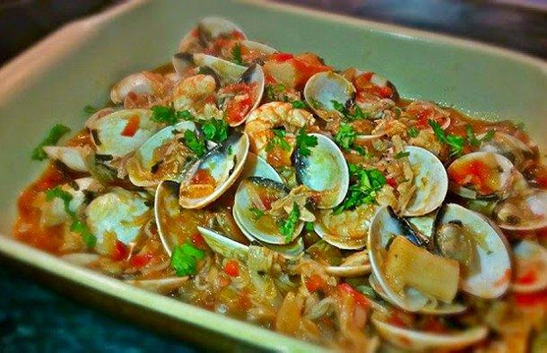 Portuguese Clams with Tomato and Shrimp Recipe - Portuguese Recipes