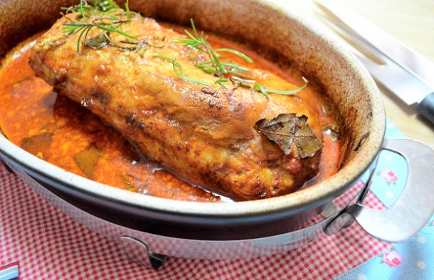 This Portuguese pork tenderloin with rosemary and paprika (lombo de porco com alecrim e colorau) makes a delicious dinner, serve with sautéed vegetables and white rice.
