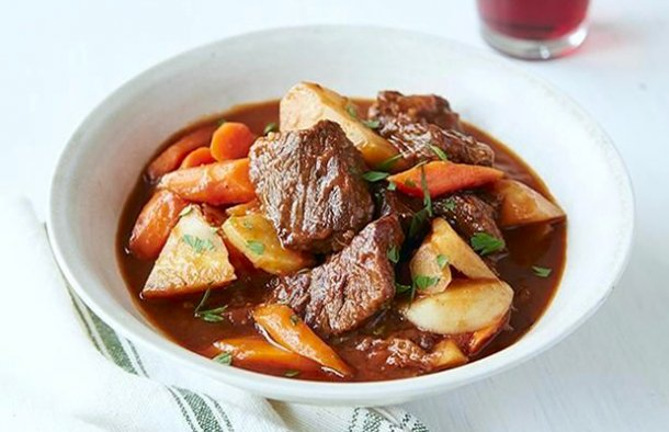 This Azores style beef stew recipe (receita de carne guisada Acoriana) is from the Island of Pico.