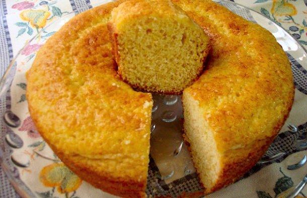 This delicious Portuguese simple and easy cake recipe (receita de bolo simples e fácil) only uses 1 egg.