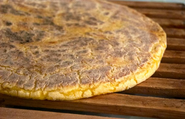 This Azorean flat bread (bolo de sertã) is great with any type of fish, enjoy while still warm.