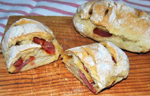 Portuguese Chouriço Sausage Buns Recipe - Portuguese Recipes