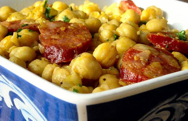 This Portuguese chickpeas with chouriço recipe is easy to prepare, it's delicious and makes a great meal for two.