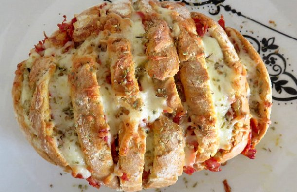 This Portuguese chouriço sausage stuffed bread recipe (pão recheado com chouriço) is very easy and quick to make and it tastes delicious, serve warm.