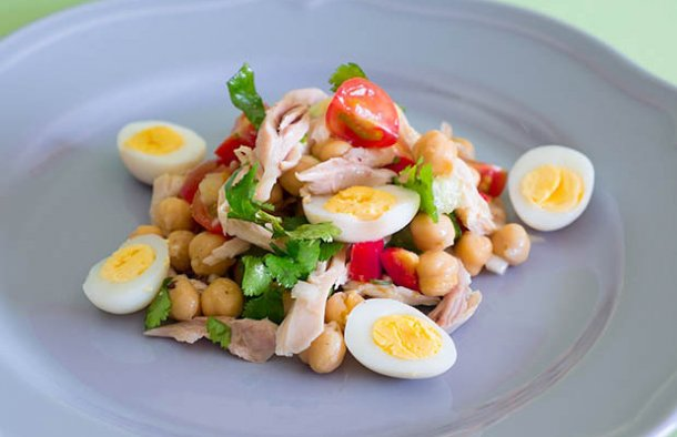 Portuguese Chicken & Chickpea Salad Recipe