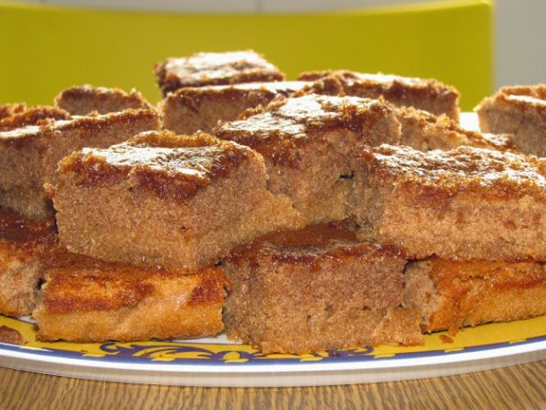 This irresistible cinnamon cake (bolo de canela) is very easy to make and tastes amazing, enjoy.
