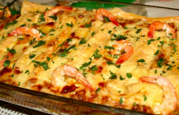 This spectacular Portuguese style shrimp lasagna (lasanha de camarão) is a seafood lover's dream-come-true.