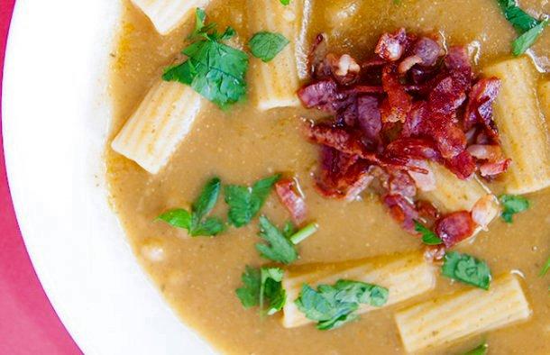 This delicious Portuguese white bean with tomato and parsley soup recipe (receita de  sopa de feijão branco com tomate e salsa) is easy to make and very tasty.