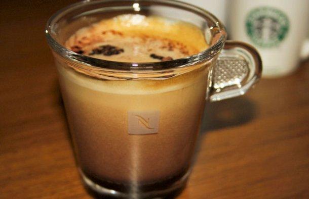 This Portuguese style cafe mocha latte recipe (receita de café mocha) is quick and simple to make and delicious.