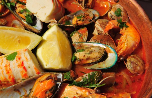 Learn how to make this delicious Portuguese fish and seafood cataplana recipe (receita de cataplana de peixe e marisco), very popular in the Algarve region.