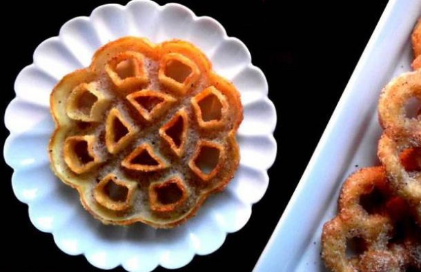 This Azorean roses of Egypt recipe (receita de rosas do Egito) is very easy to make and makes a delicious crispy sugary snack.