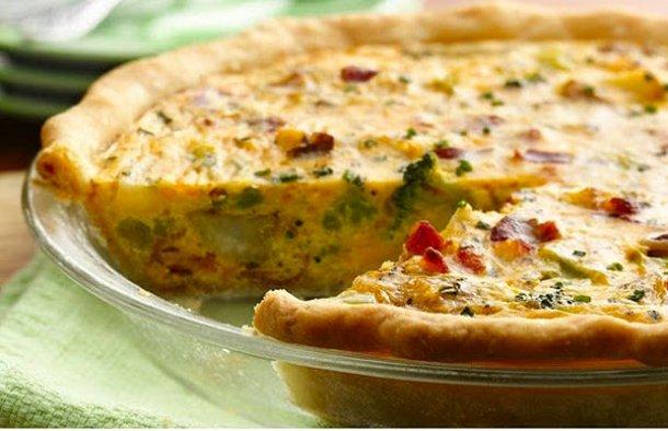 This Portuguese style cod quiche recipe (receita de quiche de bacalhau) is very easy to prepare and tastes delicious.