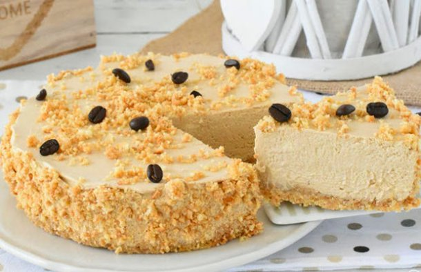This delicious, no baking needed Portuguese Maria biscuits and coffee pie (tarte de bolacha maria e café) makes a great dessert.