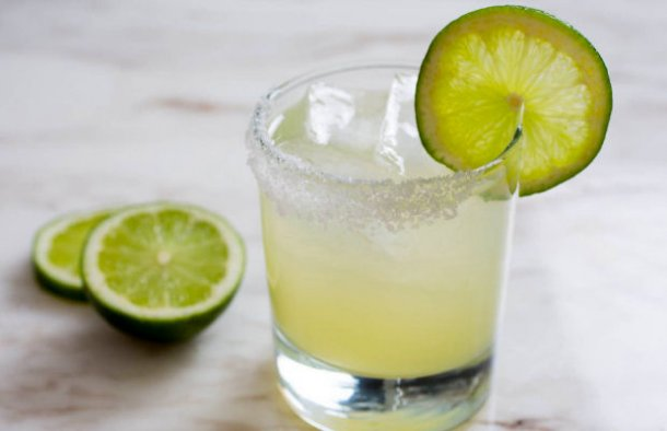 This Portuguese style Margarita is a very refreshing and tasty alcoholic drink for a warm spring or summer day.