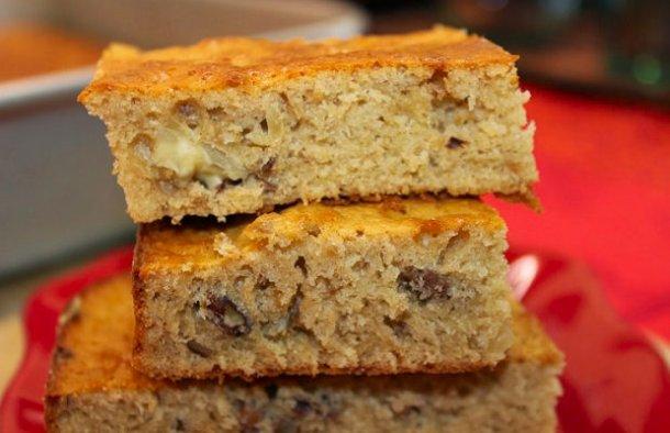 This delicious Portuguese moist honey and nut cake recipe (receita de bolo húmido de mel e nozes) is easy to prepare and makes a great snack.
