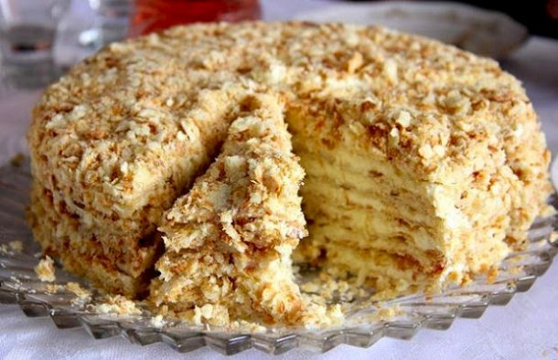 This delicious 4 ingredient Portuguese creamy Maria biscuits cake recipe (bolo de bolacha Maria cremoso) is very easy to make and needs no baking.