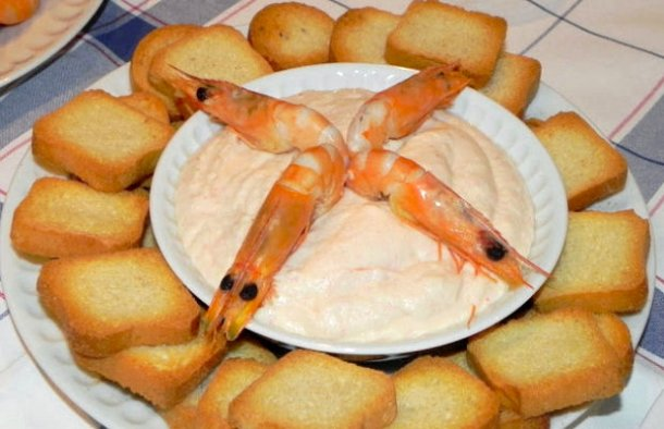 Serve this delicious Portuguese seafood dip (paté de marisco) with small toast, crackers or to taste.