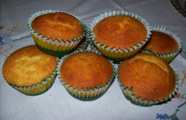 Portuguese Butter Cupcakes Recipe - Portuguese Recipes